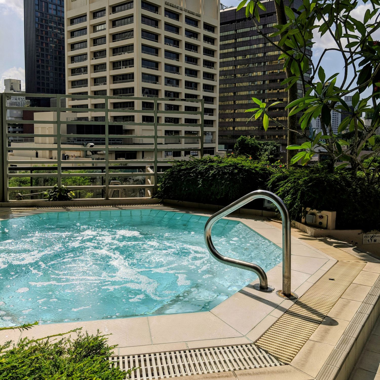 Four Seasons Hotel Singapore Outdoor Jacuzzi