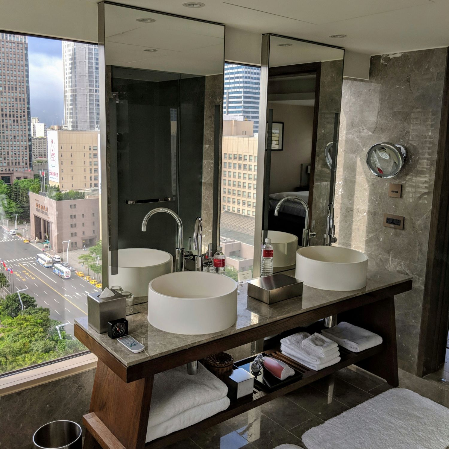 grand hyatt taipei Grand Executive View Suite bathroom
