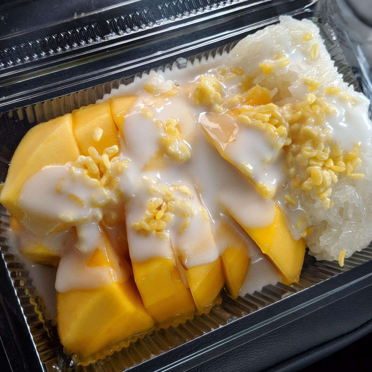 Hyatt Place Bangkok Sukhumvit Mae Varee Fruit Shop Mango Sticky Rice