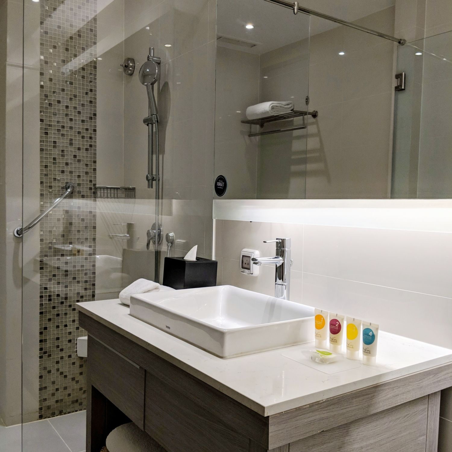 Hyatt Place Bangkok Sukhumvit View Specialty King Bathroom