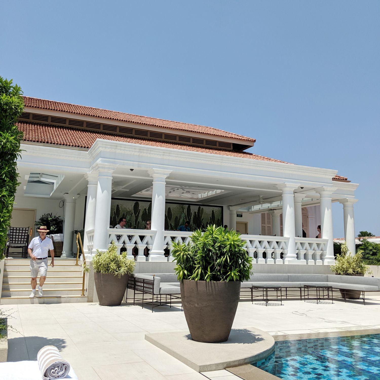 raffles hotel singapore swimming pool