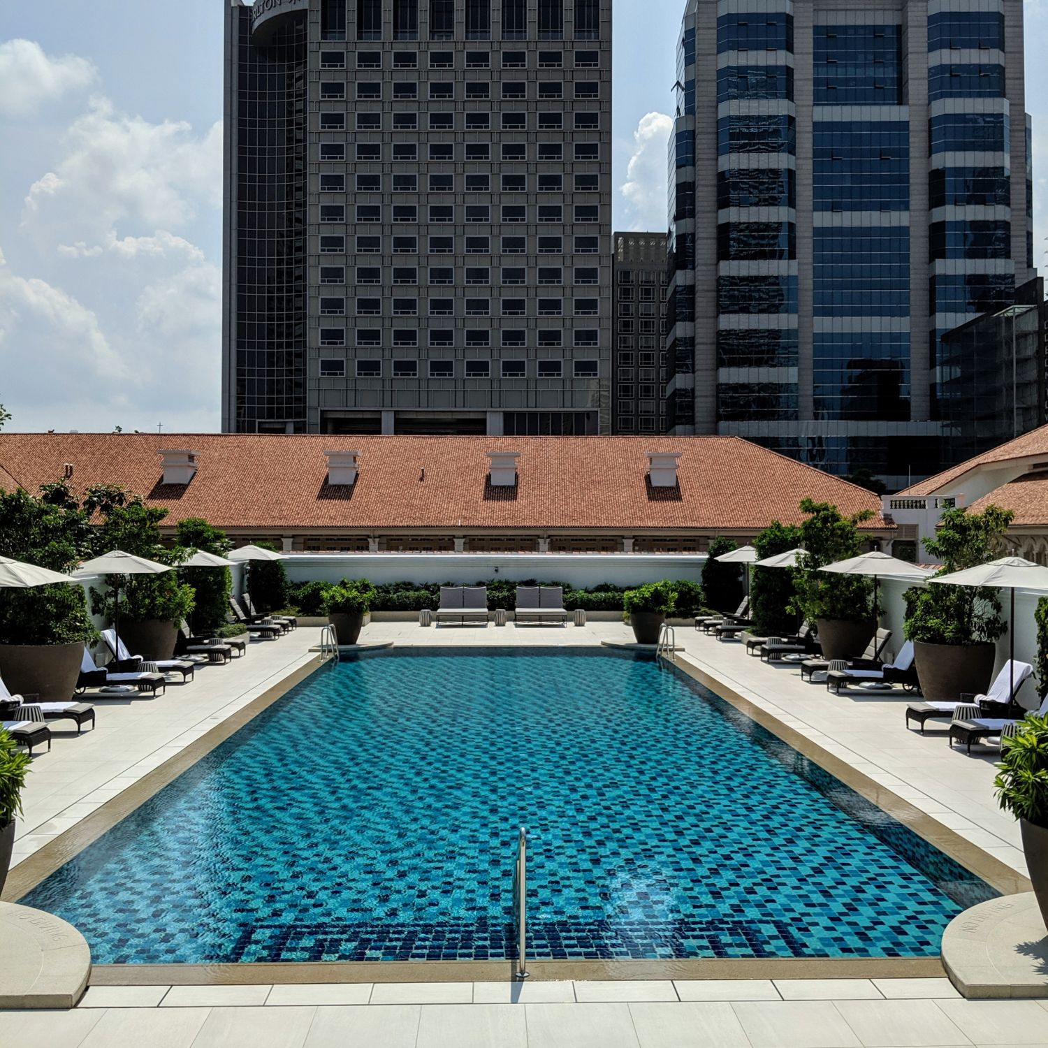 raffles hotel singapore swimming pool
