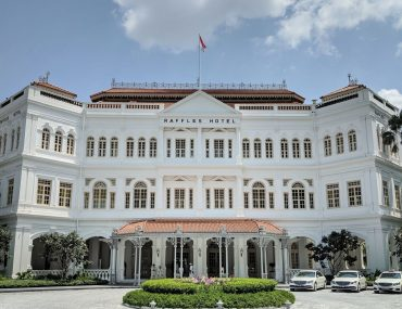 Hotel Review: Raffles Hotel Singapore (Palm Court Suite) – Glossy Revival of the Grand Old Dame