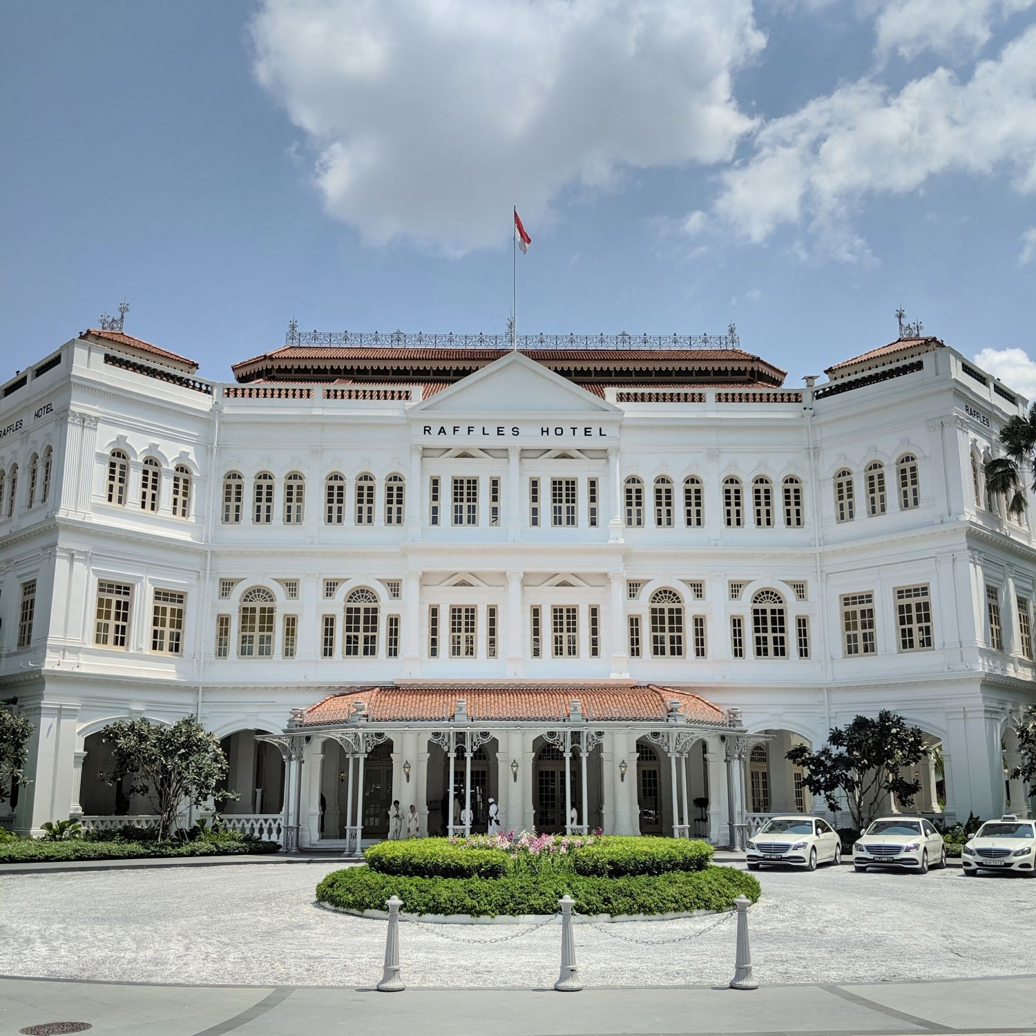 Hotel Review: Raffles Hotel Singapore (Palm Court Suite) - Glossy Revival  of the Grand Old Dame