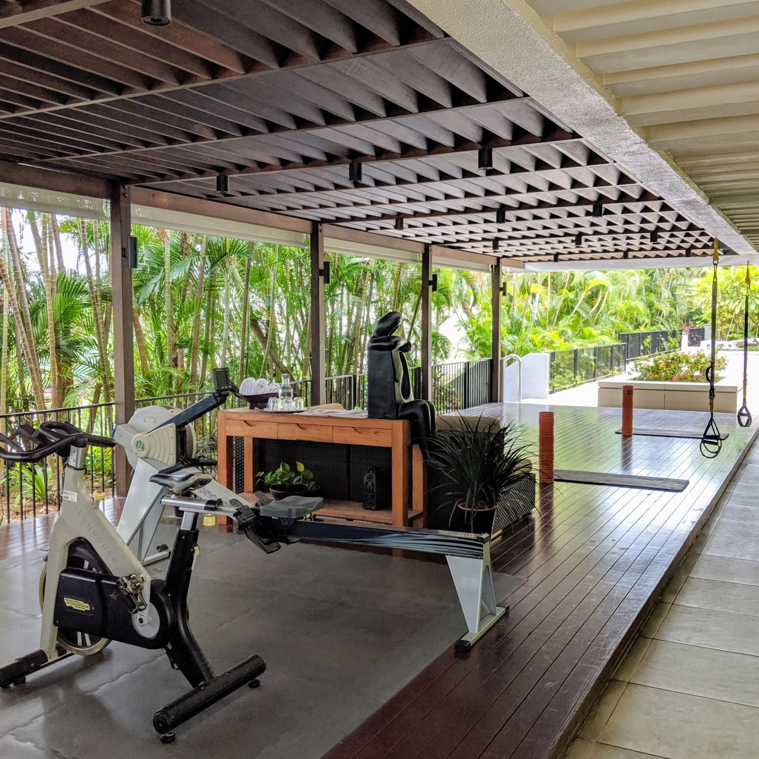 mandarin oriental singapore outdoor fitness area