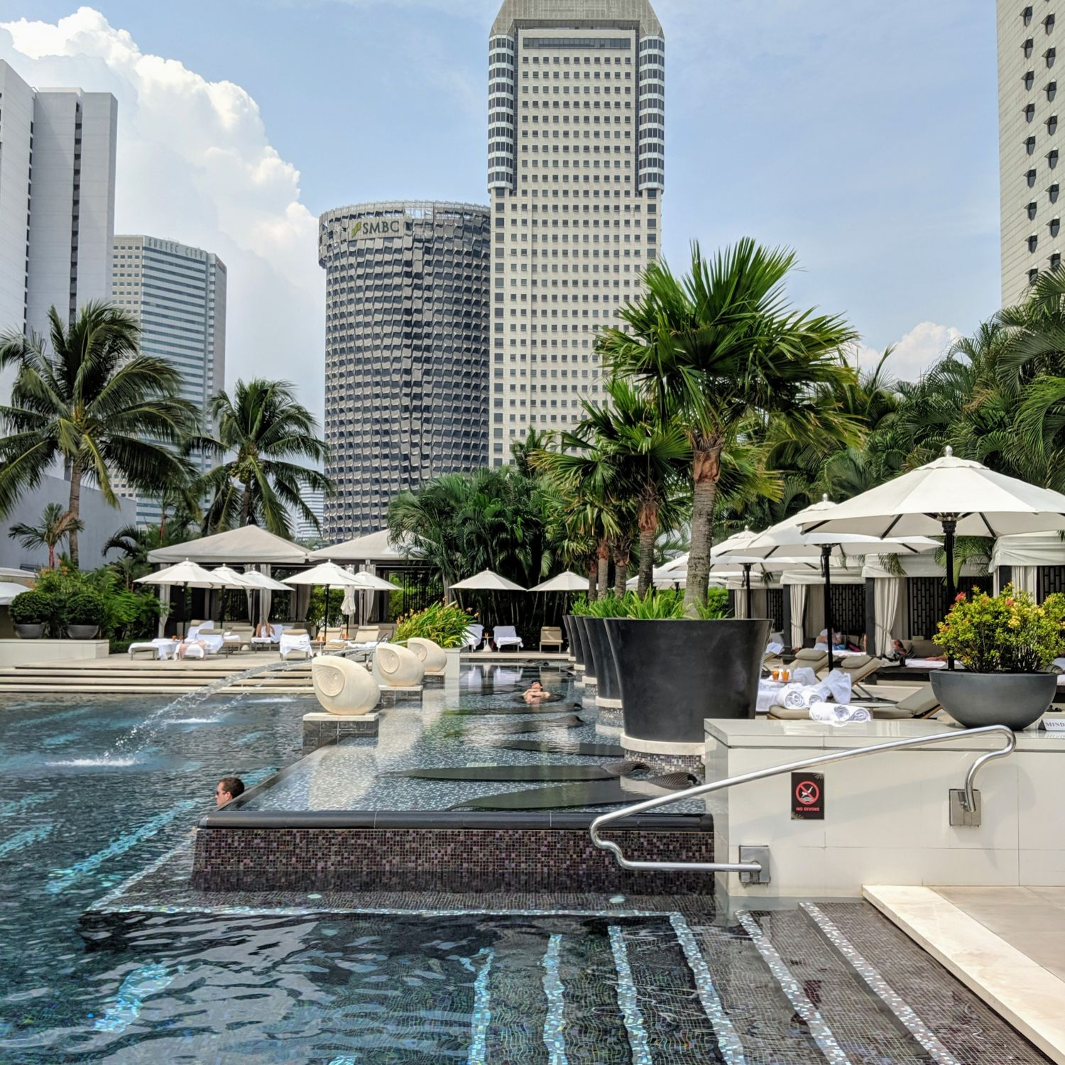 mandarin oriental singapore swimming pool
