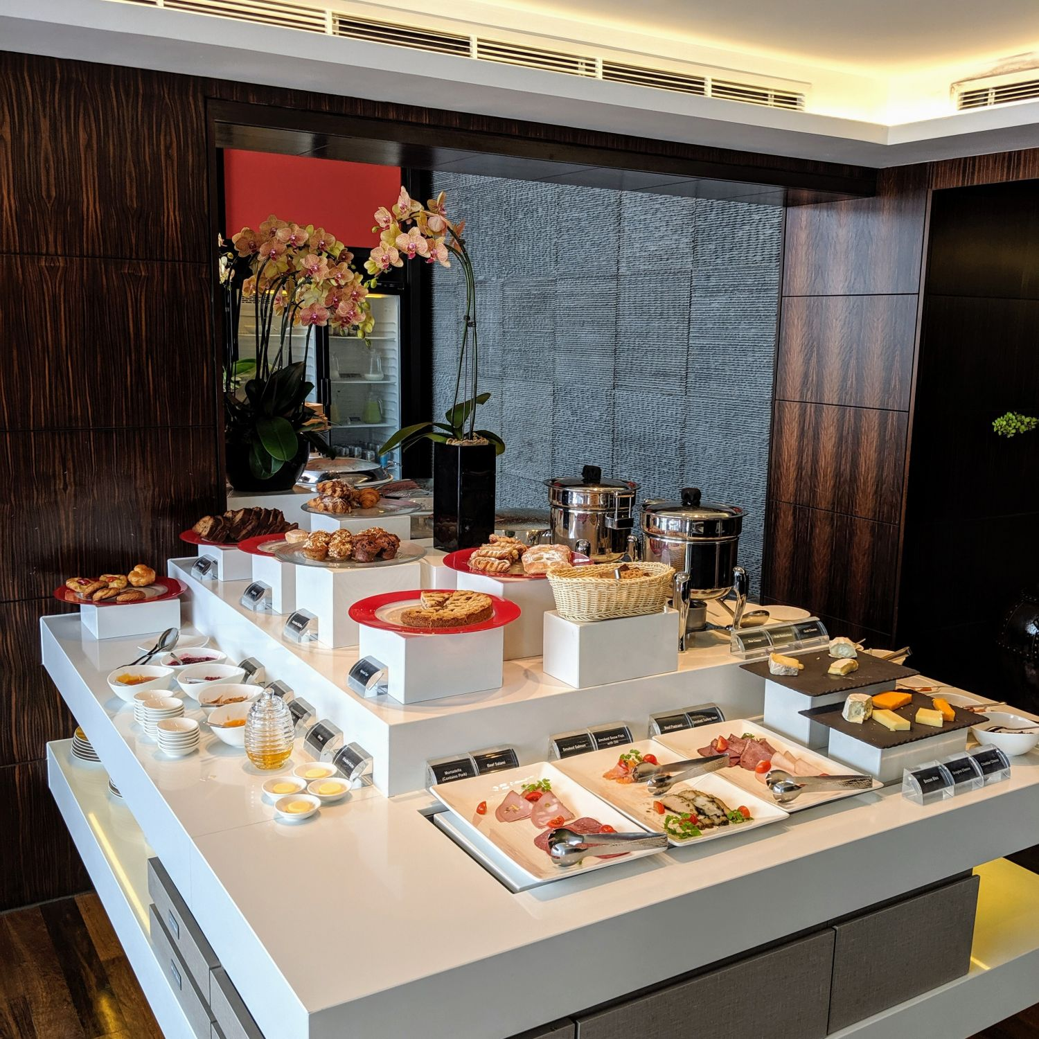 mandarin oriental singapore oriental club lounge breakfast