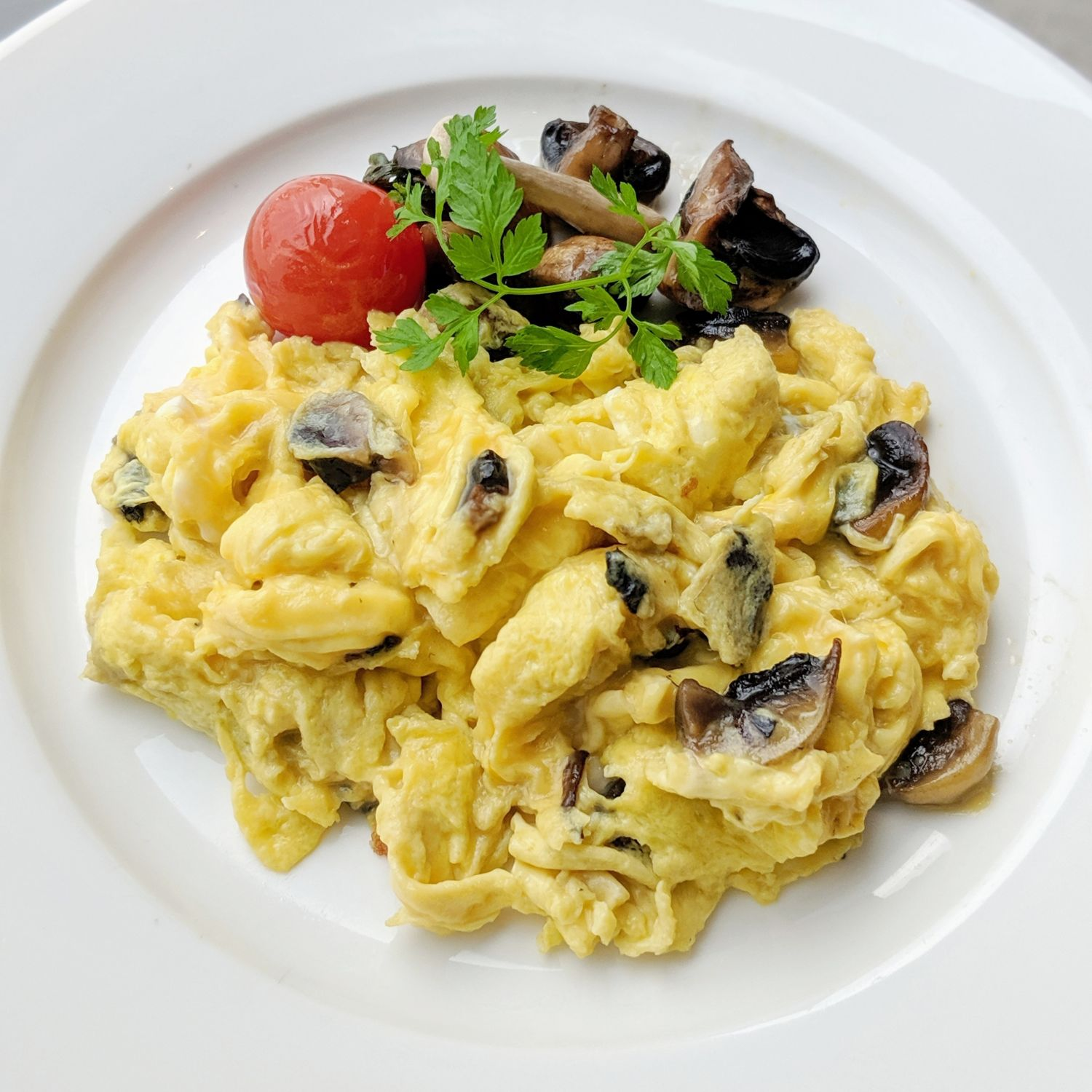 mandarin oriental singapore oriental club lounge breakfast scrambled eggs