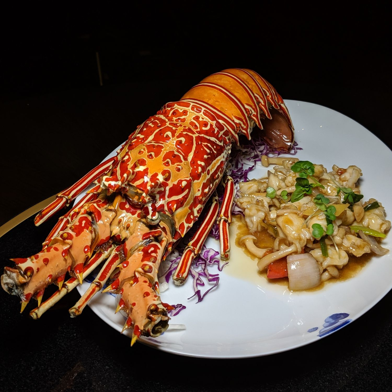 waldorf astoria maldives ithaafushi li long Wok Fried Fresh Maldivian Lobster with Ginger and Spring Onio