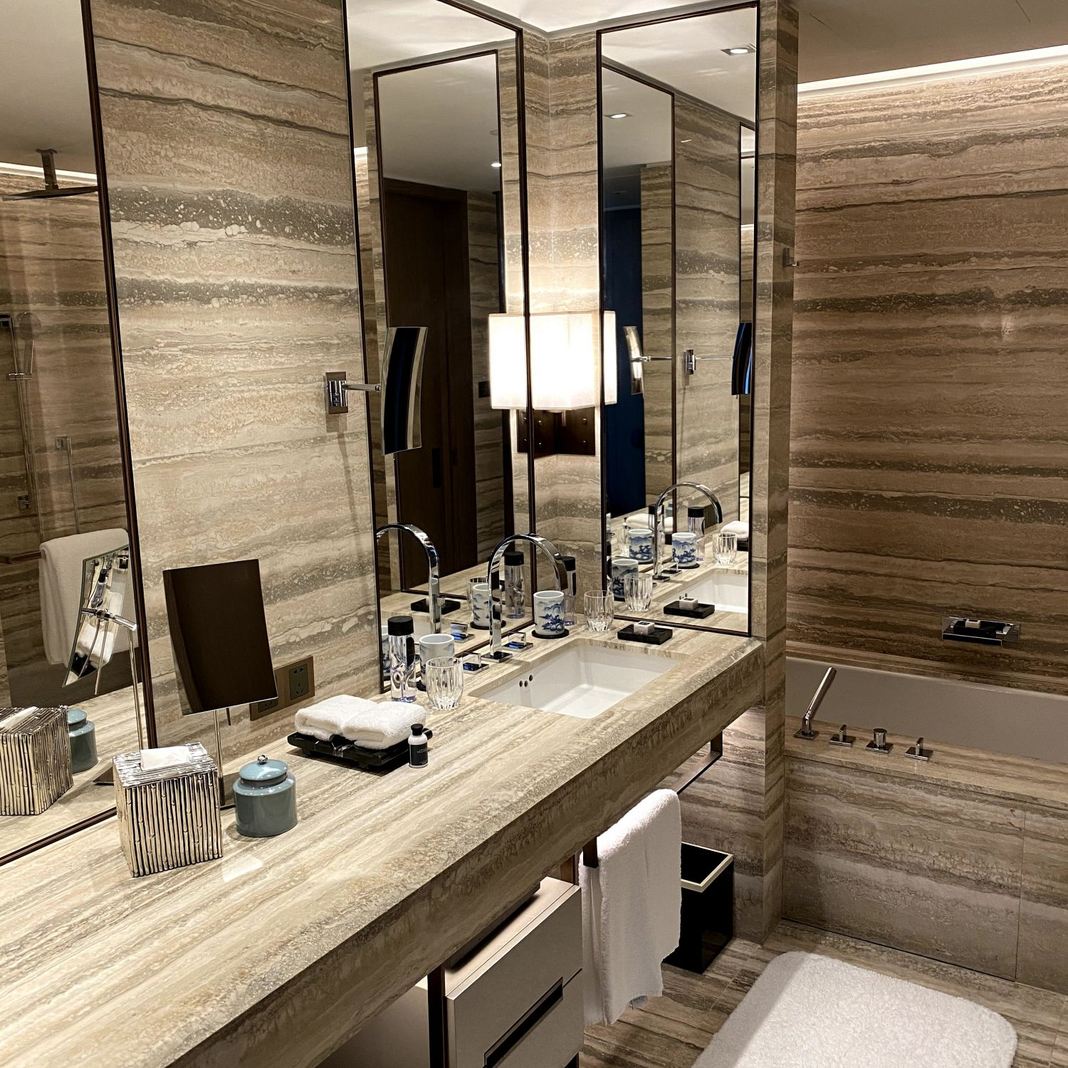 rosewood guangzhou club river view room bathroom