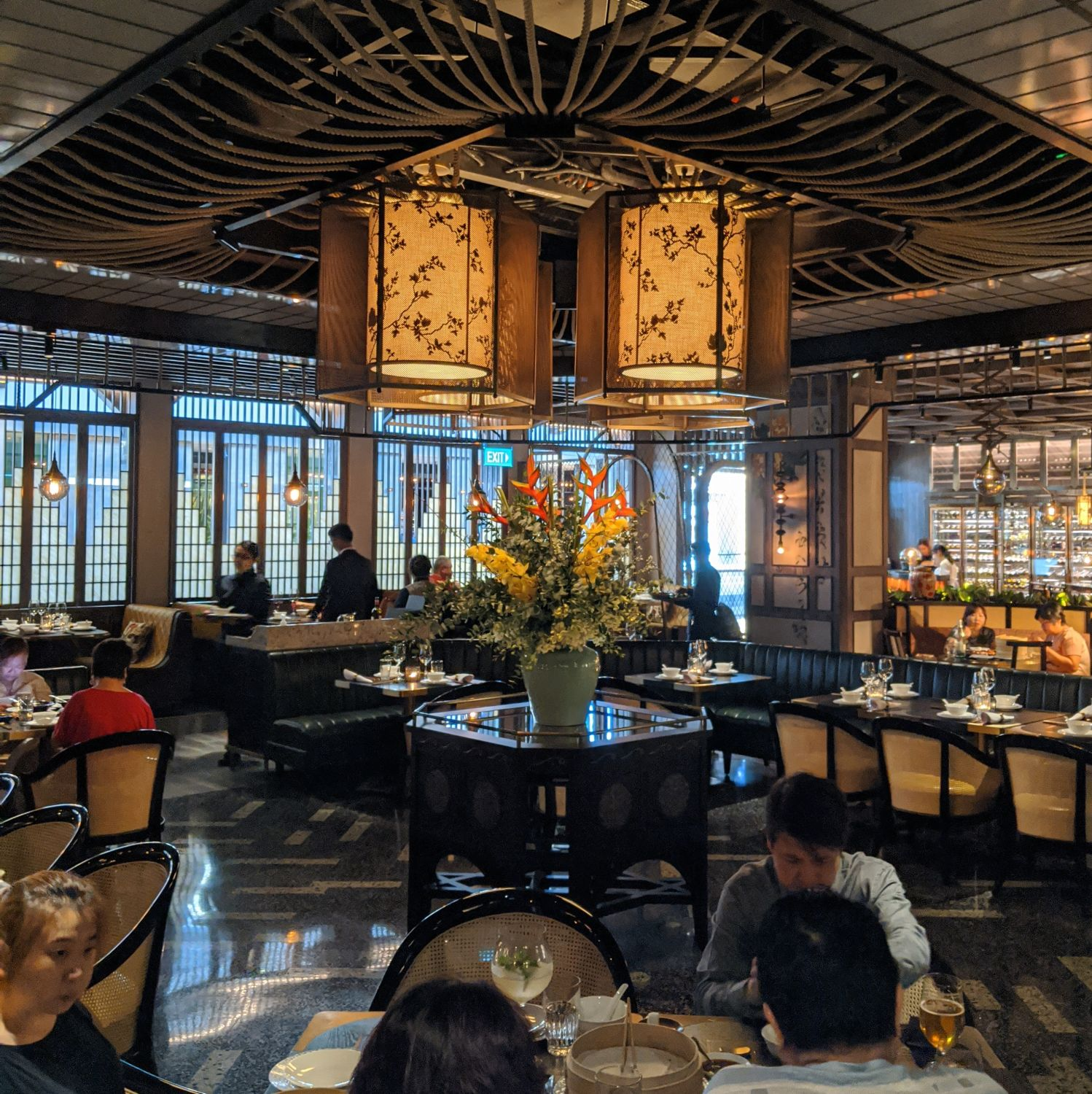 mott 32 singapore main dining area