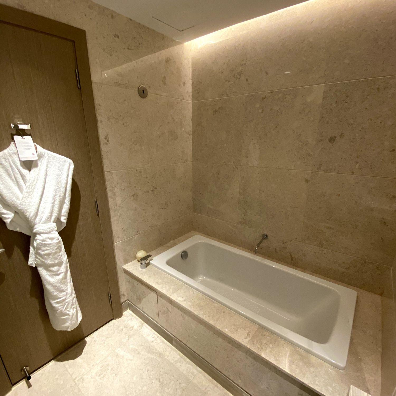 singapore marriott tang plaza hotel executive premier room bathroom