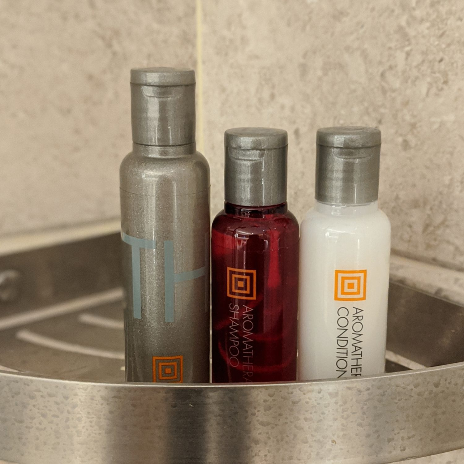 singapore marriott tang plaza hotel executive premier room bathroom bathroom amenities