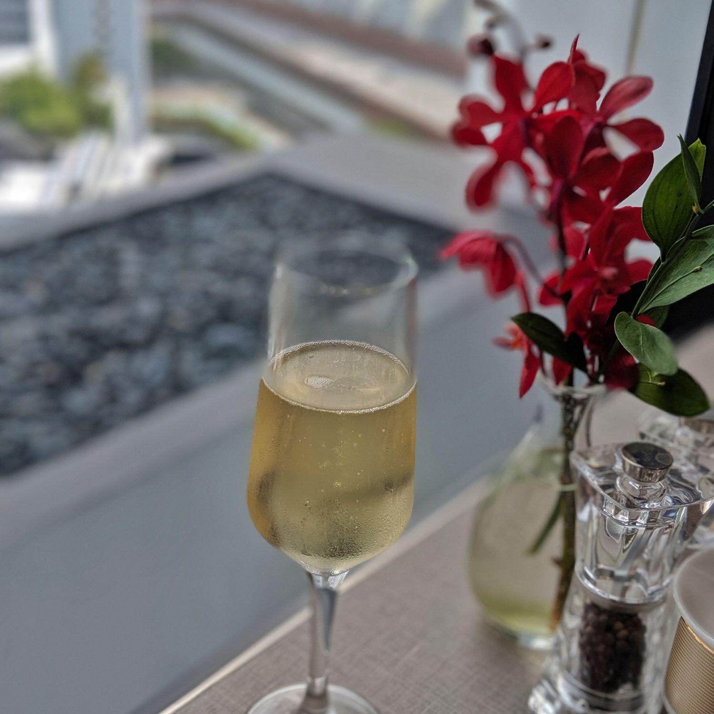mandarin oriental singapore oriental club lounge ruinart champagne