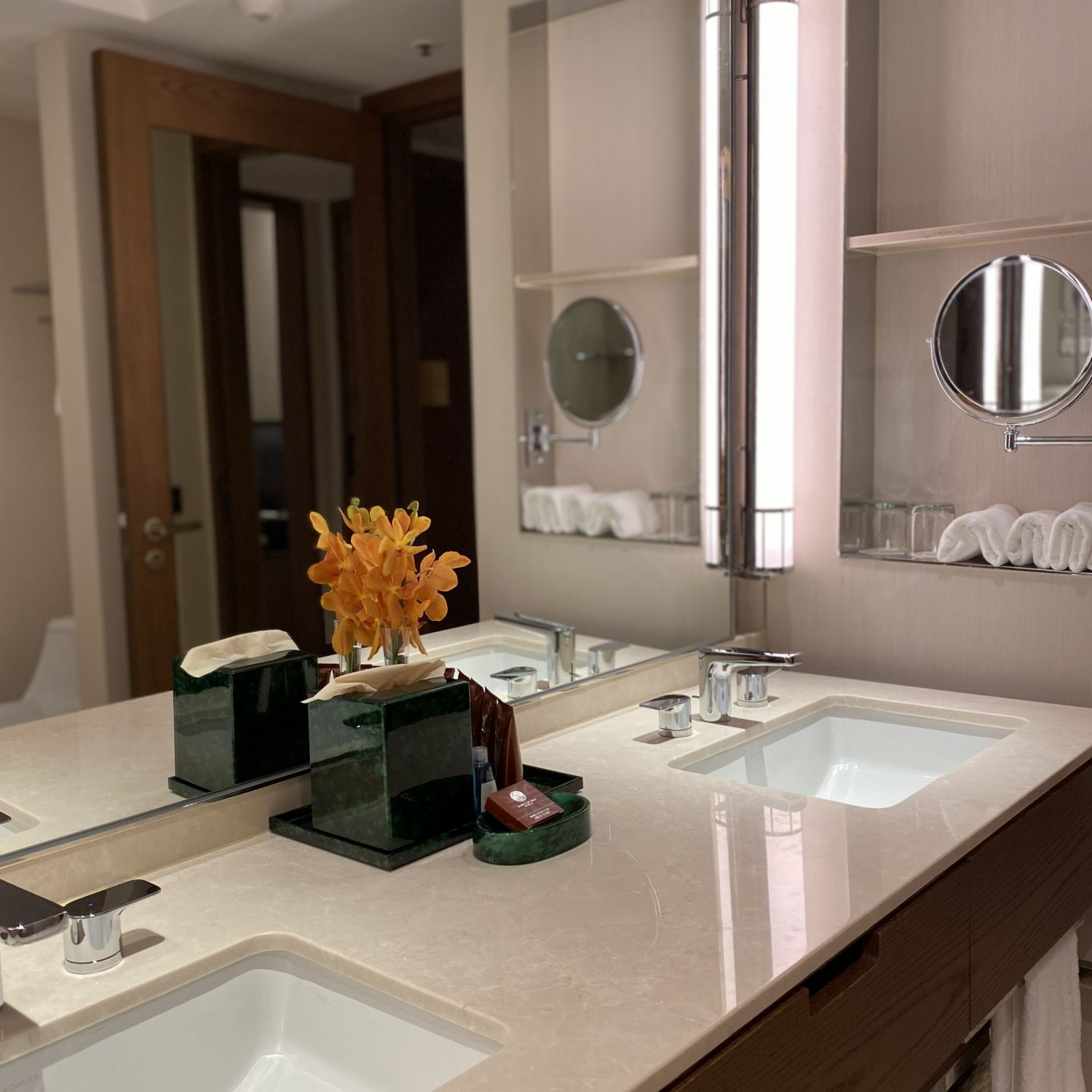 conrad centennial singapore executive room bathroom