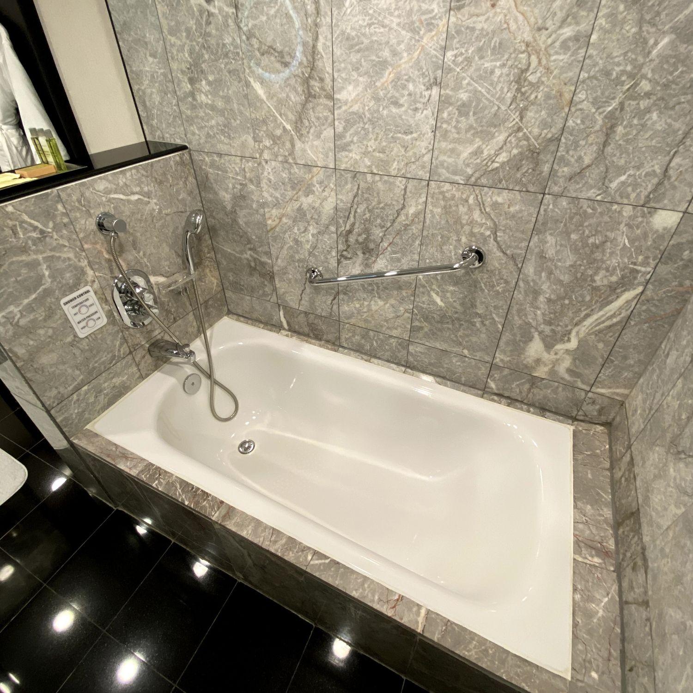 hilton singapore executive suite bathroom