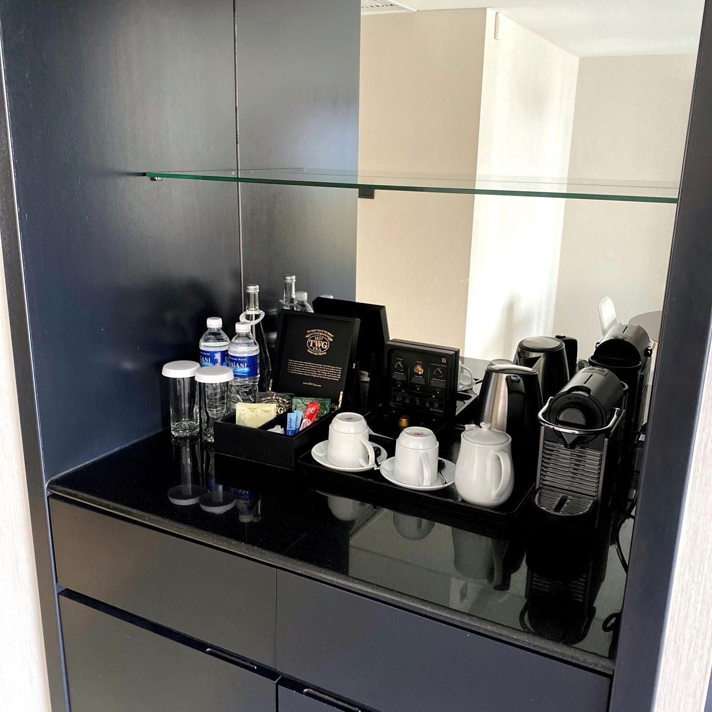 hilton singapore executive suite living room pantry