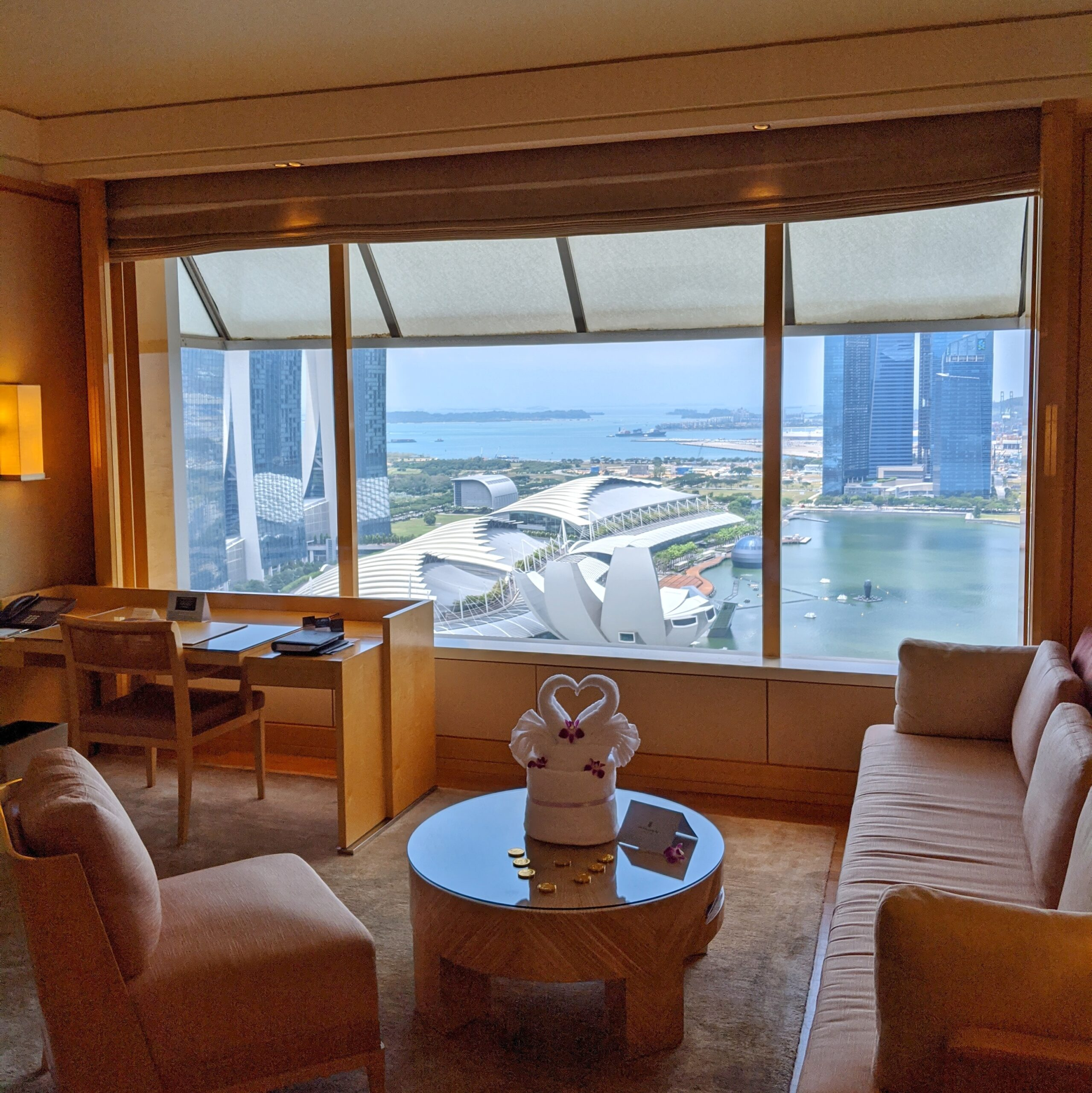 the ritz-carlton, millenia singapore club premier suite