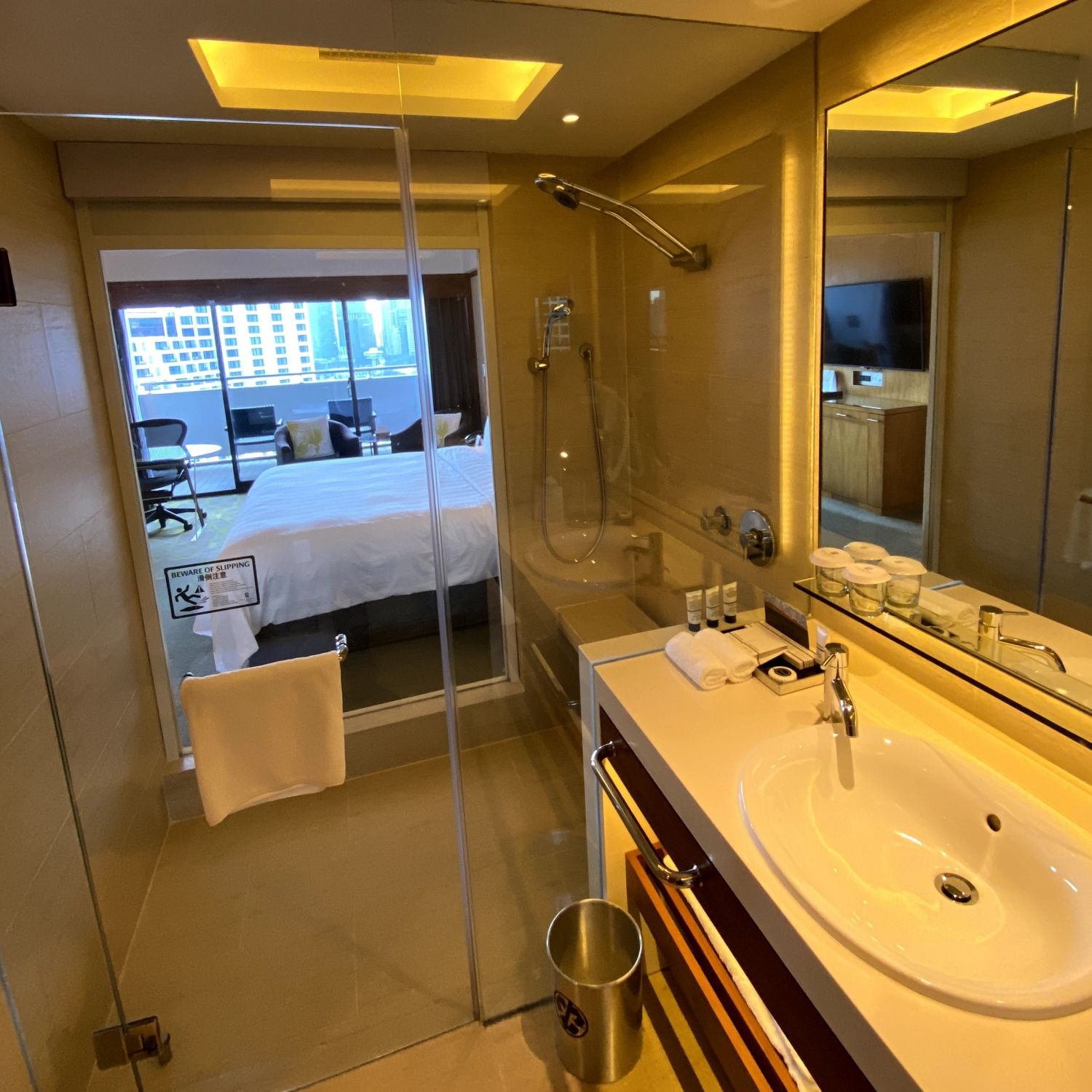 pan pacific singapore deluxe king balcony bathroom