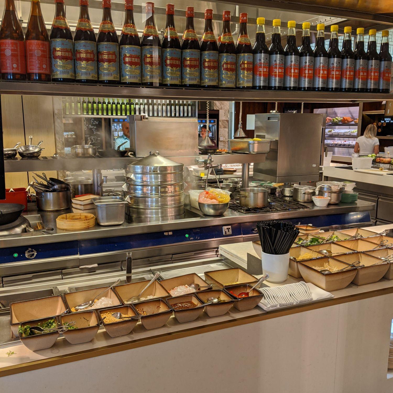 singapore marriott tang plaza hotel marriott cafe breakfast noodle station
