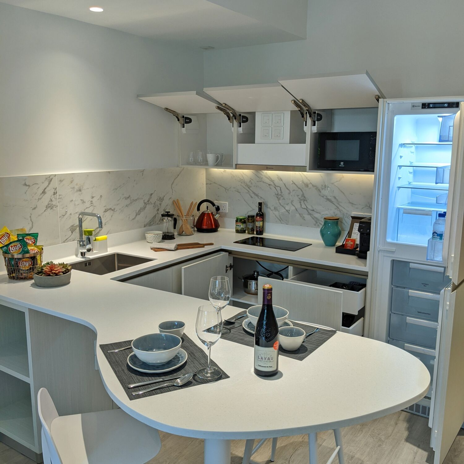 Winsland Serviced Suites by Lanson Place One-Bedroom Executive Suite Kitchen