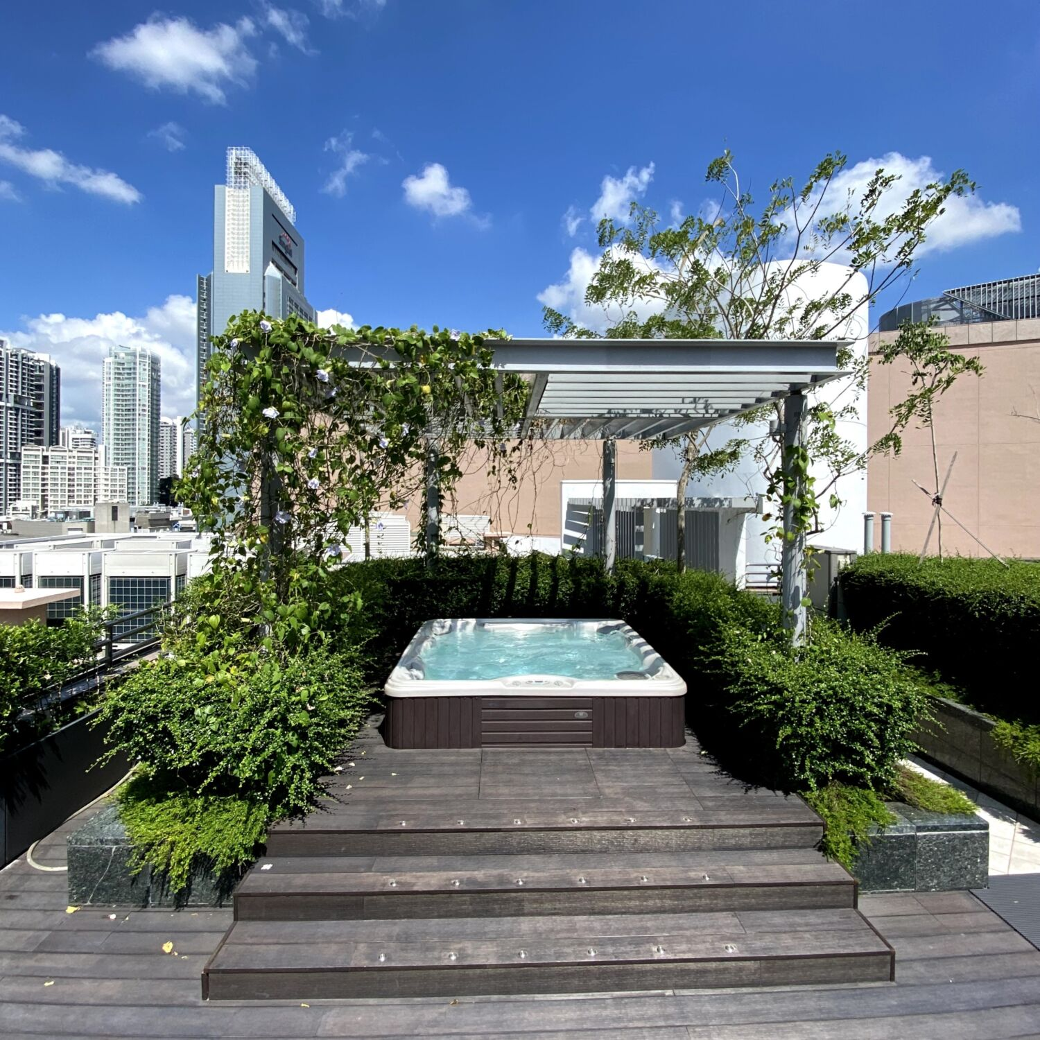 Winsland Serviced Suites by Lanson Place Rooftop Jacuzzi