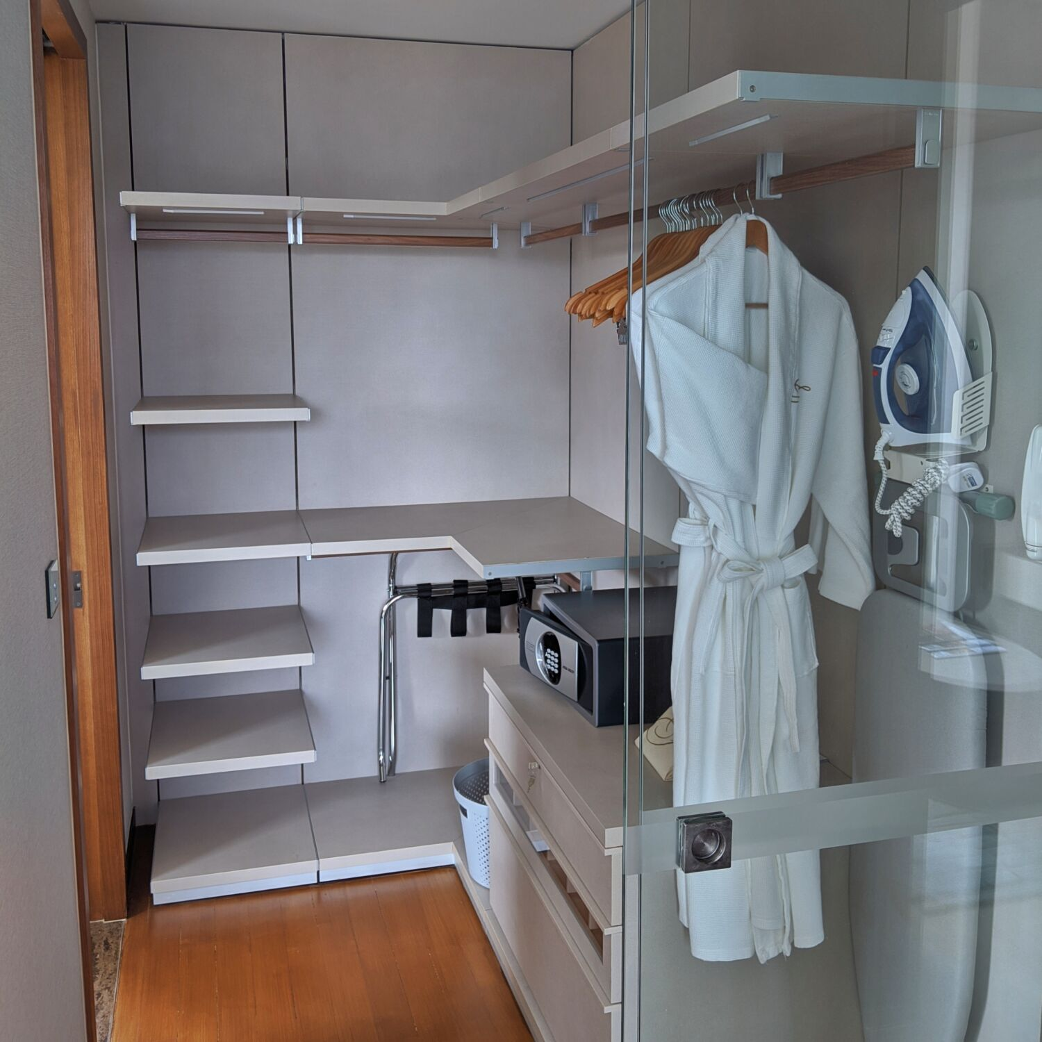 Fraser Residence Orchard Singapore One-Bedroom Executive Terrace Bedroom Closet