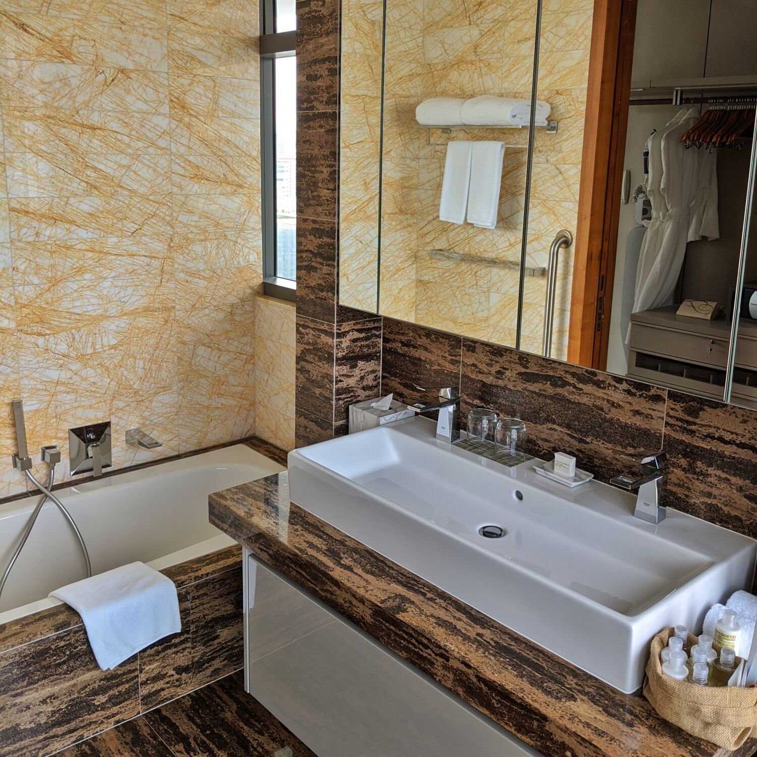 Fraser Residence Orchard Singapore One-Bedroom Executive Terrace Bathroom