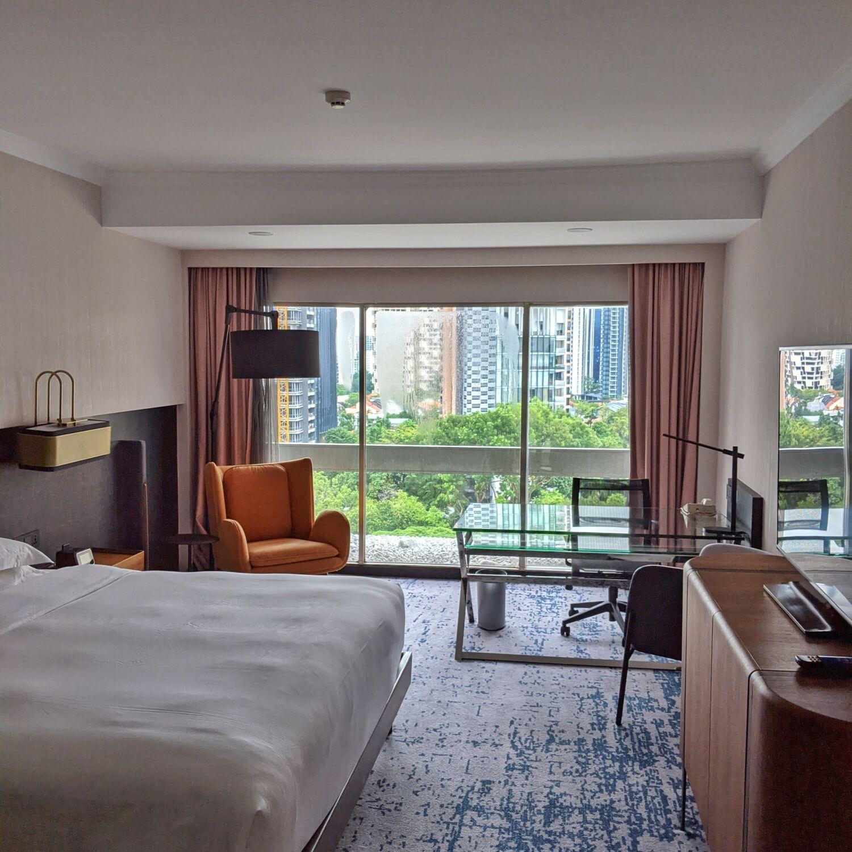 Hilton Singapore Executive Suite Bedoom