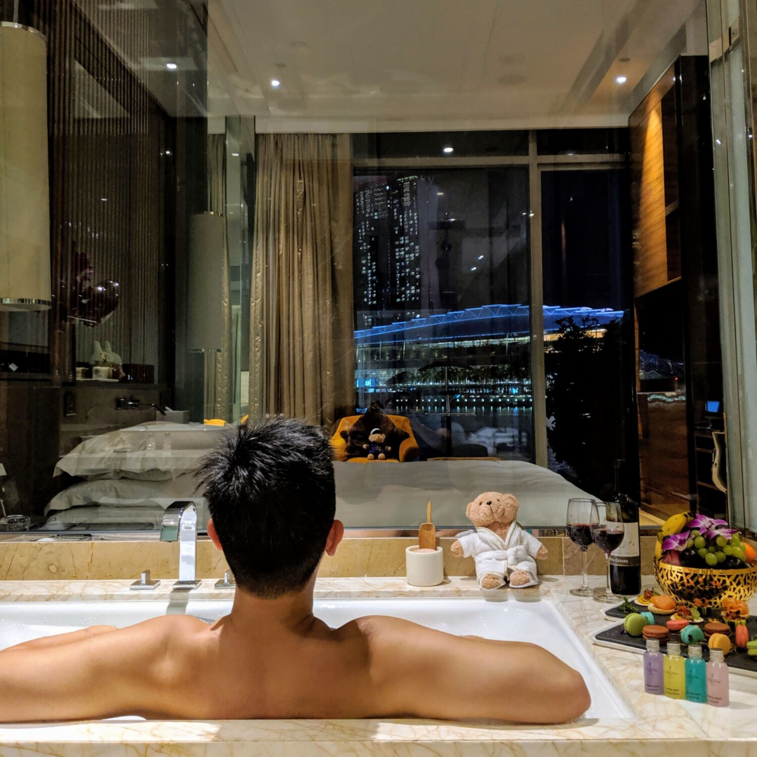 The Fullerton Bay Hotel Singapore Premier Bay View Room with Jacuzzi