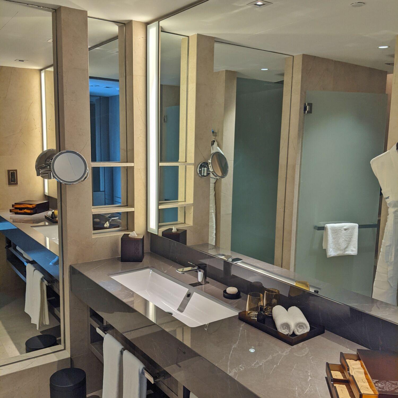 Dusit Thani Laguna Singapore Deluxe Laguna Pool View Bathroom