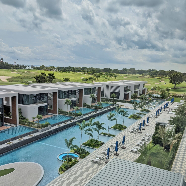 Dusit Thani Laguna Singapore Swimming Pool