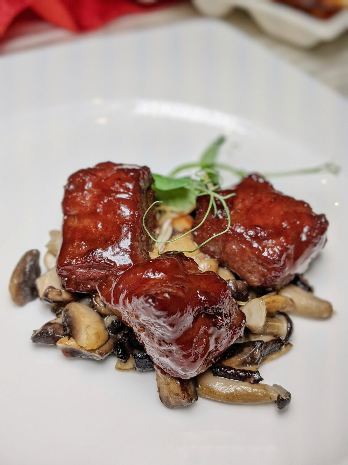 Singapore Marriott Tang Plaza Hotel Wan Hao Chinese Restaurant Wok-fried Beef Tenderloin with Fermented Red Rice Sauce
