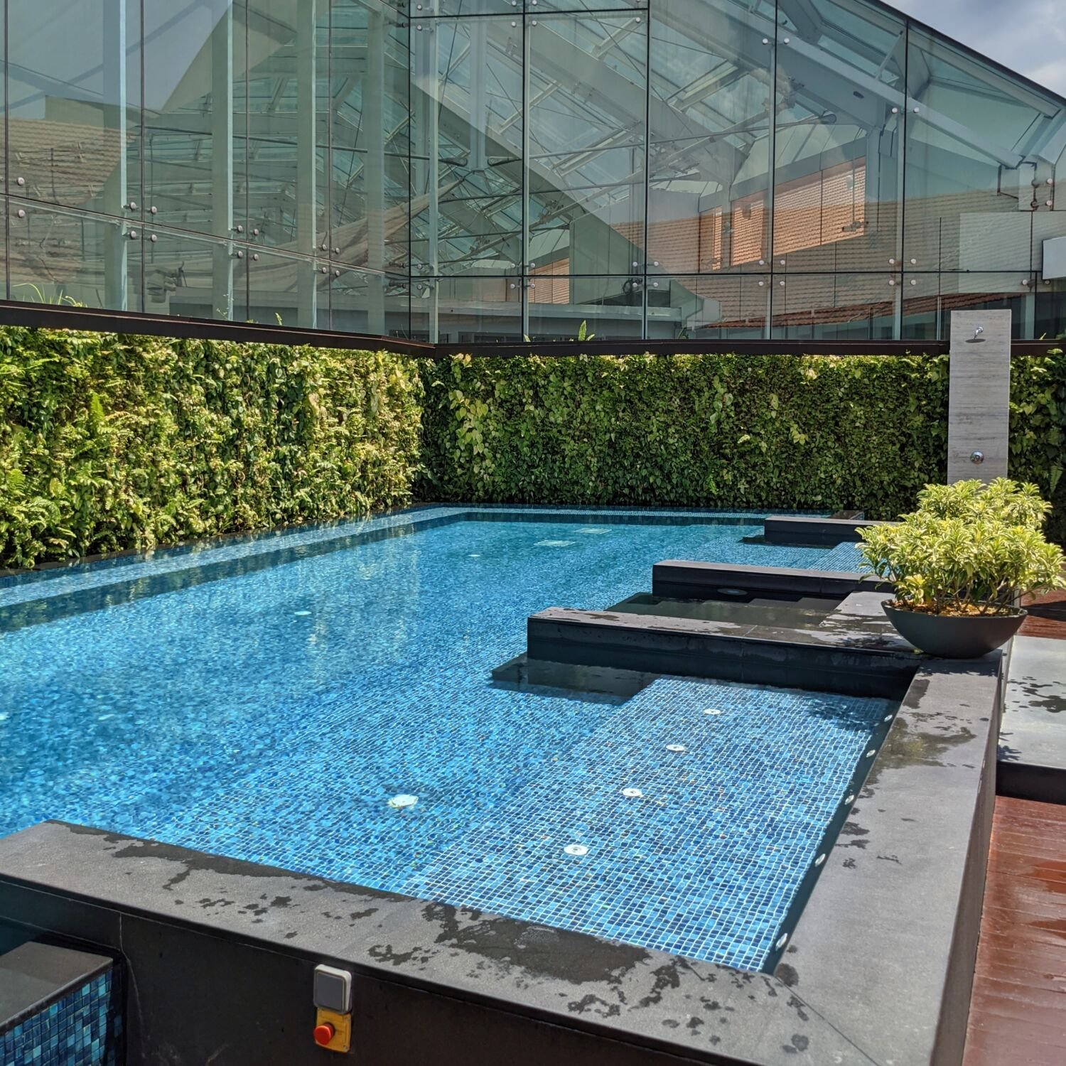 The Capitol Kempinski Hotel Singapore Saltwater Relaxation Pool