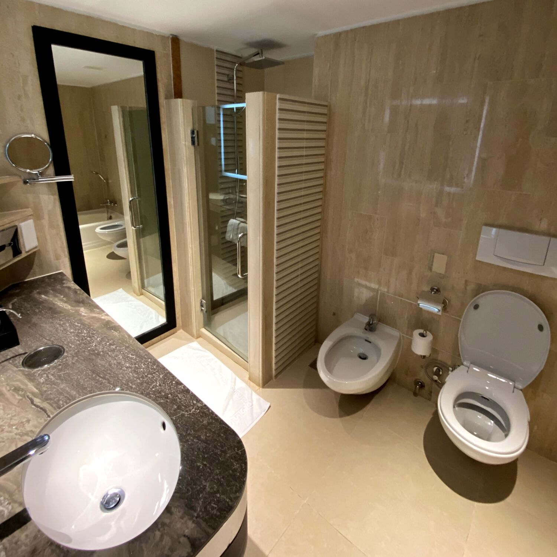 PARKROYAL COLLECTION Marina Bay Singapore Signature Marina Bay Room Bathroom