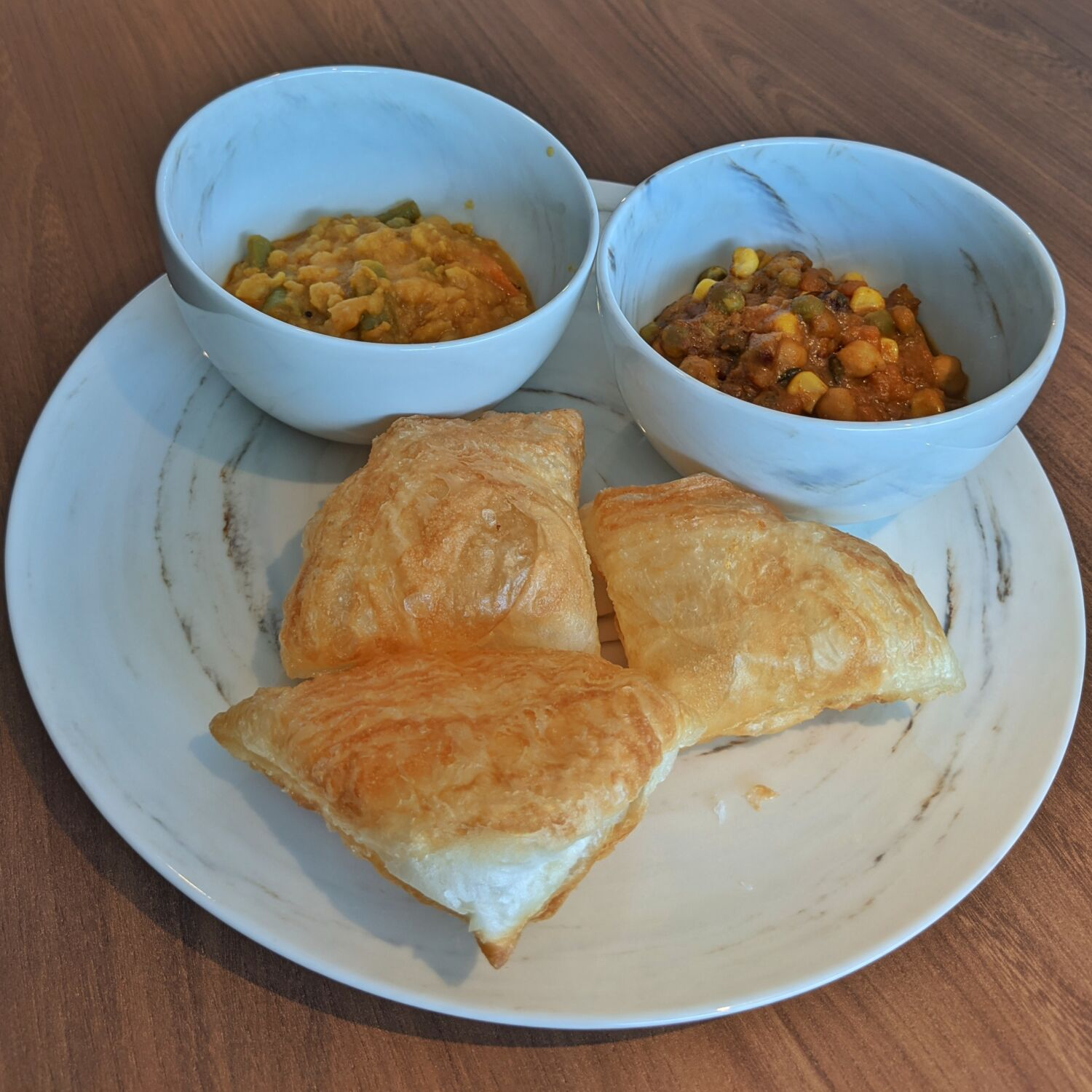 PARKROYAL COLLECTION Marina Bay COLLECTION Club Lounge Crispy Prata, Spinach Dhal, Aloo Matar Curry