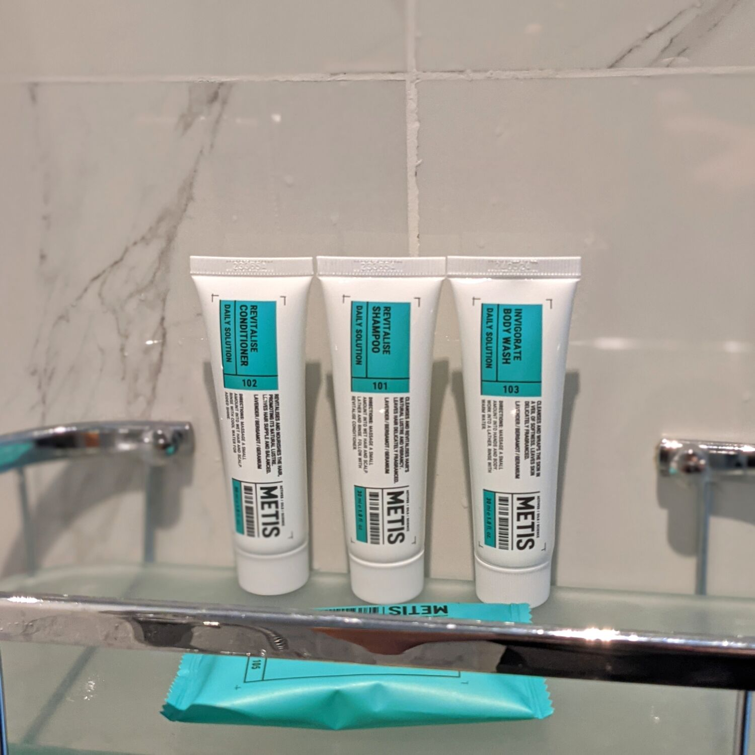 Hotel G Singapore Greater Room with Balcony Bathroom Amenities